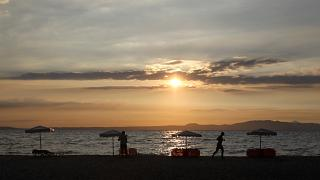 La Grèce se prépare à accueillir des touristes à nouveau, mais pas à pas