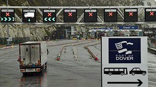 Un poids lourd sur le port de Douvre, au Royaume-Uni, le 4 janvier 2021