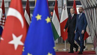Avrupa Birliği, Doğu Akdeniz krizi nedeniyle Türkiye'ye uygulamayı planladığı yaptırımları askıya aldı.
