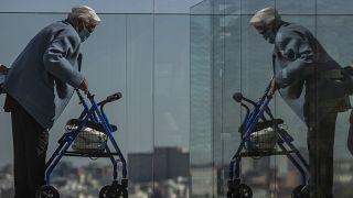 رجل مسن في دار رعاية إسبانية في العاصمة مدريد. 2021/03/15