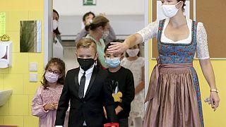 Schulstart mit Maske für Kinder in einer Grundschule in Wien, 7.9.2020