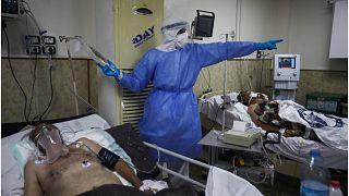 نسبة إشغال أسرة العناية المشددة المخصصة لمرضى كورونا في دمشق بلغت مئة بالمئة