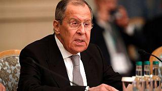 Il ministro degli esteri russo, Sergei Lavrov, parla durante una conferenza internazionale sulla pace a Mosca, Russia