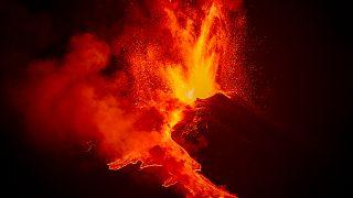 Nouvelles images spectaculaires de l'Etna en éruption