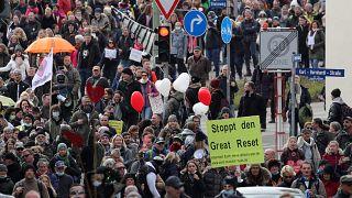 Kassel'de Covid-19 önlemleri protesto edildi