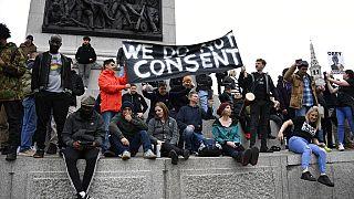 Proteste contro il lockdown in tutta Europa