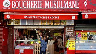 قصابة لبيع اللحوم الحلال في باريس- فرنسا