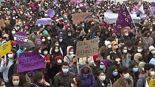 """Frauenproteste in der Türkei: """"Meine Freundin wurde von ihrem Ex getötet"""""""