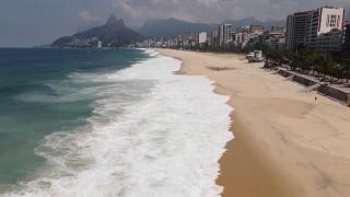 Il covid-19 chiude le spiagge di Ipanema e Copacabana, 300.000 vittime in Brasile