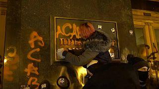 A placa da presidência a ser vandalizada em Kiev
