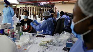 حملة التطعيم ضد فيروس كورونا في دبي.