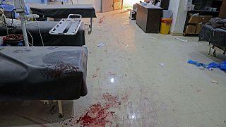 مشفى ميداني في قرية الأتارب بمحافظة حلب شمال سوريا في 21 آذار 2021 ، بعد استهدافه بقصف من قوات النظام.