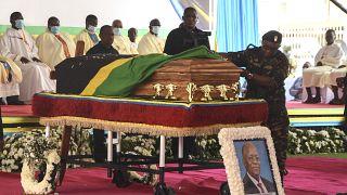Começou o velório do Presidente John Magufuli