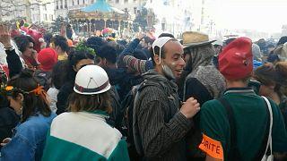 حوالي 6500 شخص يتحدون قيود الإغلاق في وسط مدينة مرسيليا للاحتفال بكرنفال.