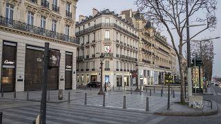 """Парижане сидят """"под замком"""", уровень заражений в столице Франции и ее пригородах выше в два раза, чем в целом по стране"""