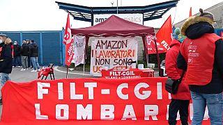 Proteste dei lavoratori Amazon.