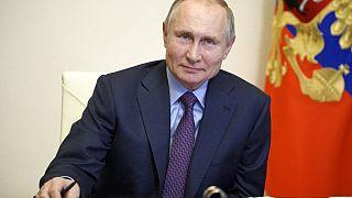 Der russische Präsident Wladimir Putin verfolgt ein Treffen mit Regierungsvertretern per Videokonferenz in der Novo-Ogaryovo Residenz außerhalb von Moskau, 22.03.2021