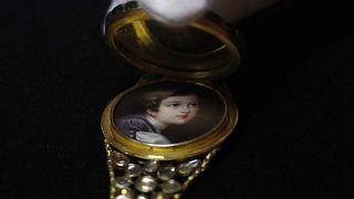 Браслет с детским портретом принца Альберта.