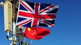 Birleşik Krallık ve Çin bayrakları