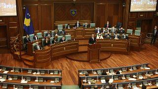 Kurti'nin liderliğinde kurulan yeni hükümet, 120 üyesi bulunan Kosova Meclisinde 67 milletvekilinin desteği ile güvenoyu aldı