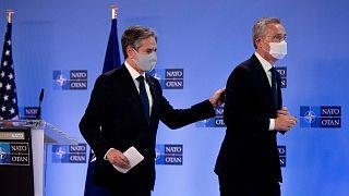 وزیر خارجه آمریکا در کنار دبیر کل ناتو در بروکسل