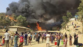 Bangladeş'te Rohingya mültecilerin (Arakanlı Müslümanlar) kaldığı Cox Bazar'daki Balukhali kampında yangın çıktı