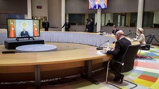 رئيسة المفوضية الأوروبية أورسولا فون دير لاين  ورئيس المجلس الأوروبي  شارل ميشال  خلال جتماع عبر الفيديو مع الرئيس التركي رجب طيب أردوغان /19 مارس 2021