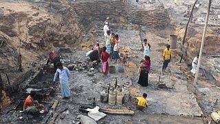 Bangladesh, numerosi dispersi nell'incendio che ha colpito un enorme campo rohingya