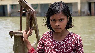 Dünya'da Muson yağmurları sebebiyle en çok sel selaketi ve temiz su sorunun yaşandığı Bangladeş'in Chakma bölgesinden bir kare.