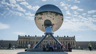 منحوتة مرآة السماء في إحدى حدائق قصر فرساي