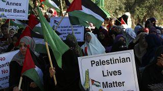 تظاهرات شهروندان فلطسینی دادخواه در حمایت از رسیدگی دیوان کیفری بینالمللی به شکایت تشکیلات خودگردان از اسرائیل