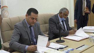 Le Premier ministre Abdullah al-Thani remet officiellement les pouvoirs au nouvel exécutif de transition