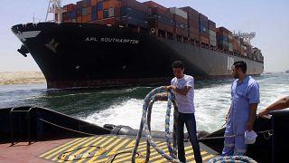 صورة من الارشيف - سفينة حاويات - قناة السويس