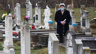 Szerdán délben egy perc némasággal emlékezett Budapest a koronavírus-járvány áldozatairól