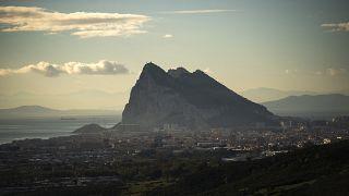 El Peñón de Gibraltar fotografiado desde la ciudad española de La Línea el lunes 4 de enero de 2021.