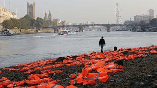 اعتراض مدنی به مخاطره پیشِرویِ پناهندگانی که از راه دریا خود را به بریتانیا میرسانند