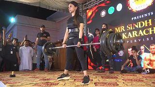 فتيات في باكستان يقتحمن عالم رياضة بناء الأجسام رسميا وللمرة الأولى في البلاد