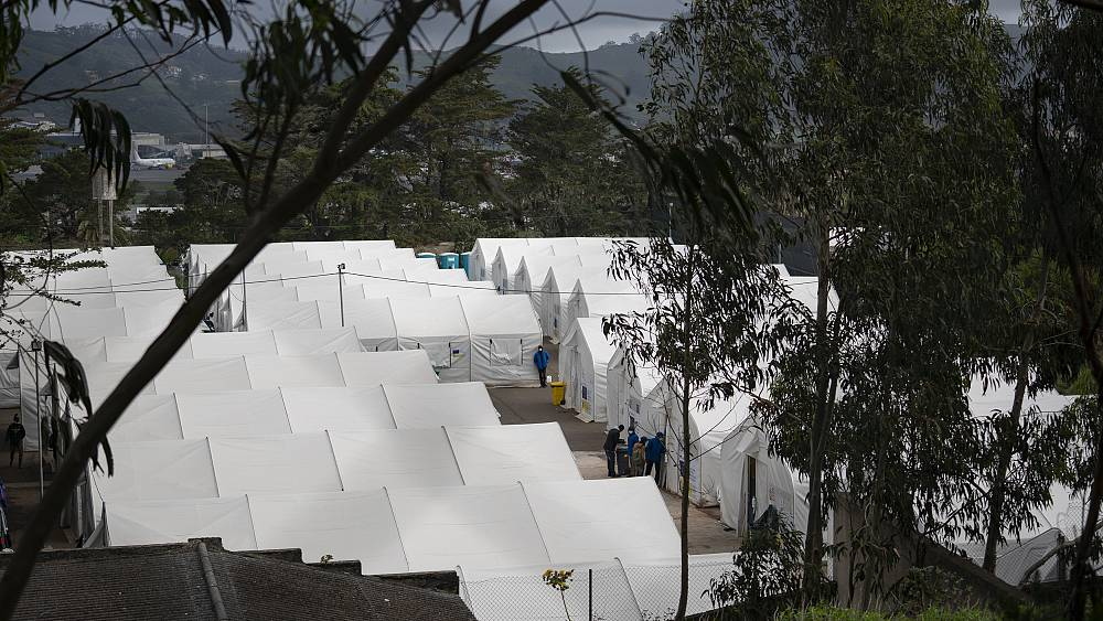 Image Migrants stuck in Spain's Canary Islands say camps are unfit