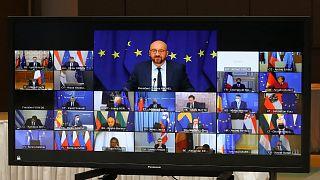 رئيس المجلس الأوروبي شارل ميشال يتحدث مع قادة الاتحاد الأوروبي عبر الفيديو  خلال قمة الاتحاد الأوروبي في مبنى المجلس الأوروبي في بروكسل ، الخميس 25 مارس 2021