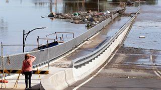 عمليات التنظيف بدأت في استراليا بعد انحسار مياه الفيضانات