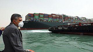 Photo du porte-conteneur Evergreen bloqué dans le Canal de Suez, 25 mars 2021
