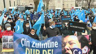الأويغور يحتجون على زيارة وزير الخارجية الصيني لأنقرة - تركيا