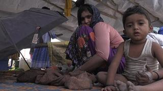 لاجئة من الروهينغا تروي قصة هروبها من حريق مخيم للاجئين أثناء حملها