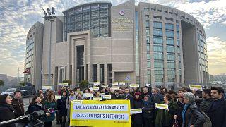 İnsan hakları savunucularının duruşması