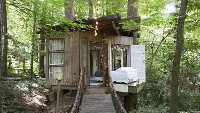 This treehouse is one part of the 'suite' in Atlanta, USA.