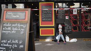 Inactivité et ambiance morne dans un quartier de Paris, le 24 mars 2021
