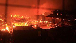 حريق هائل أتى على أحد أحياء عاصمة سييراليون الفقيرة