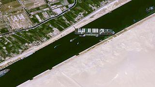 کشتی به گل نشسته در کانال سوئز