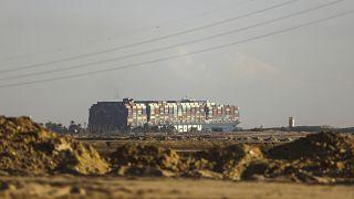Suez : le transport maritime bloqué, le déblocage du canal pourrait durer des semaines