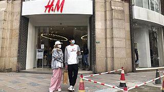 Çin'in en büyük şehri Şangay'da bulunan bir H&M mağazası.